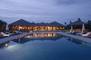 Amanpulo - Swimming Pool Night